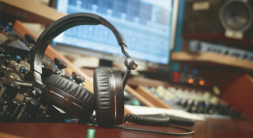 4. Tai nghe Focal Professional Headphone