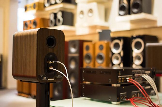 phia-sau-Loa-Q-Acoustics-3020