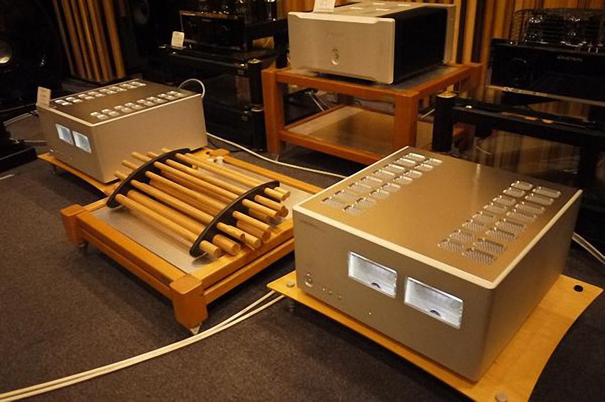1. power ampli luxman M-900U