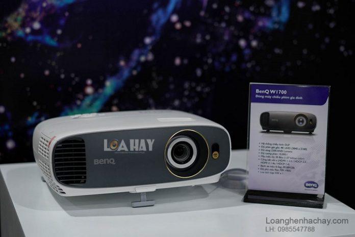 May chieu BenQ 4K HDR W1700 chuan